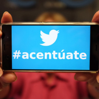 Smartphone showing Twitter hashtag #acentúate